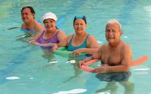 3 ejercicios dentro del agua para tratar la artritis reumatoide